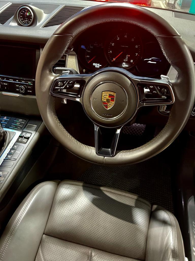 Porsche Macan driver