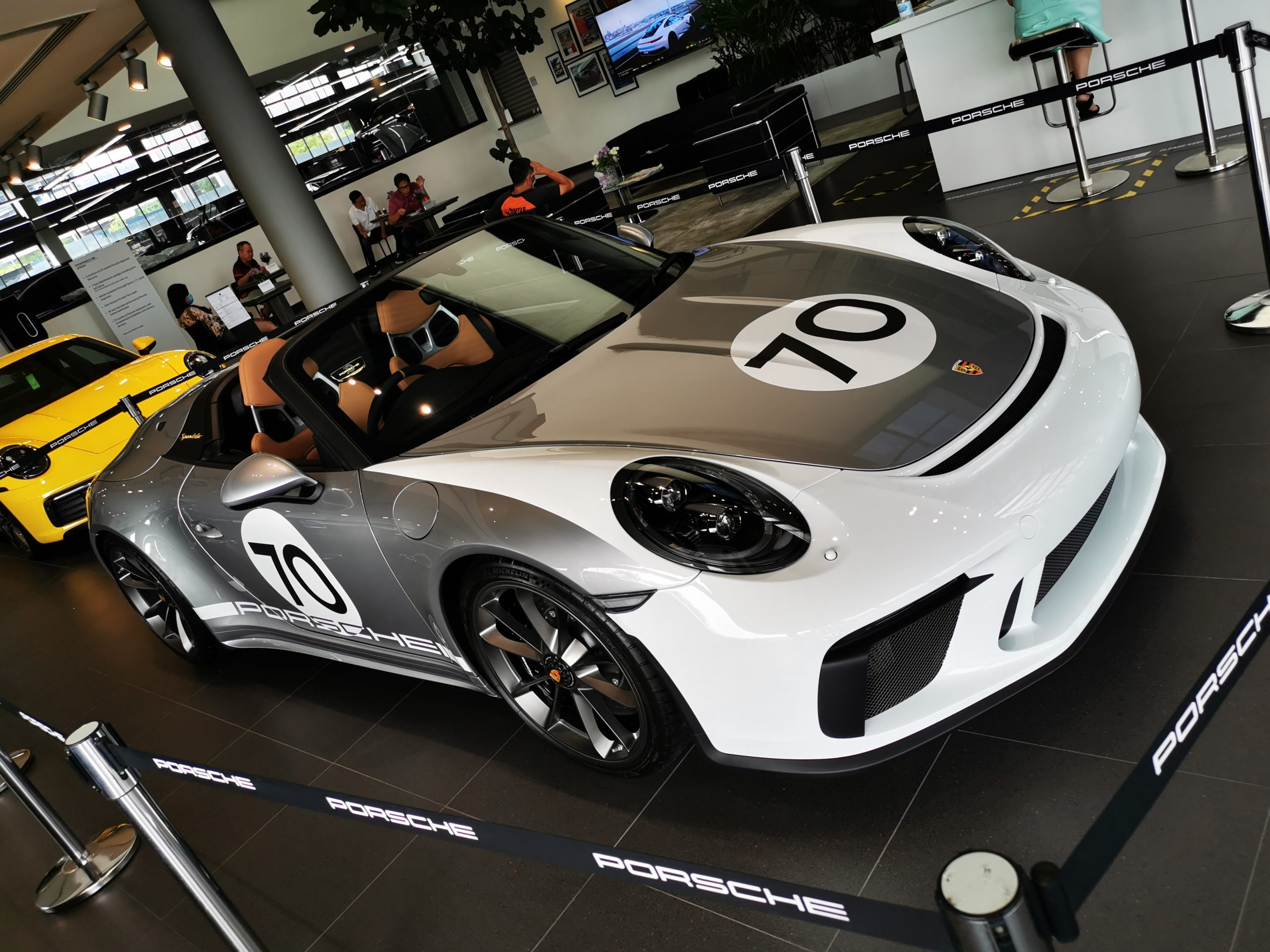 Porsche 911 front right view