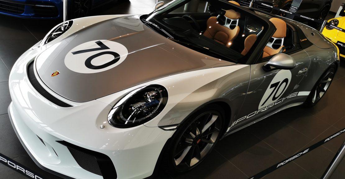 Porsche 911 corner view