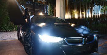 BMW i8 in car porsche