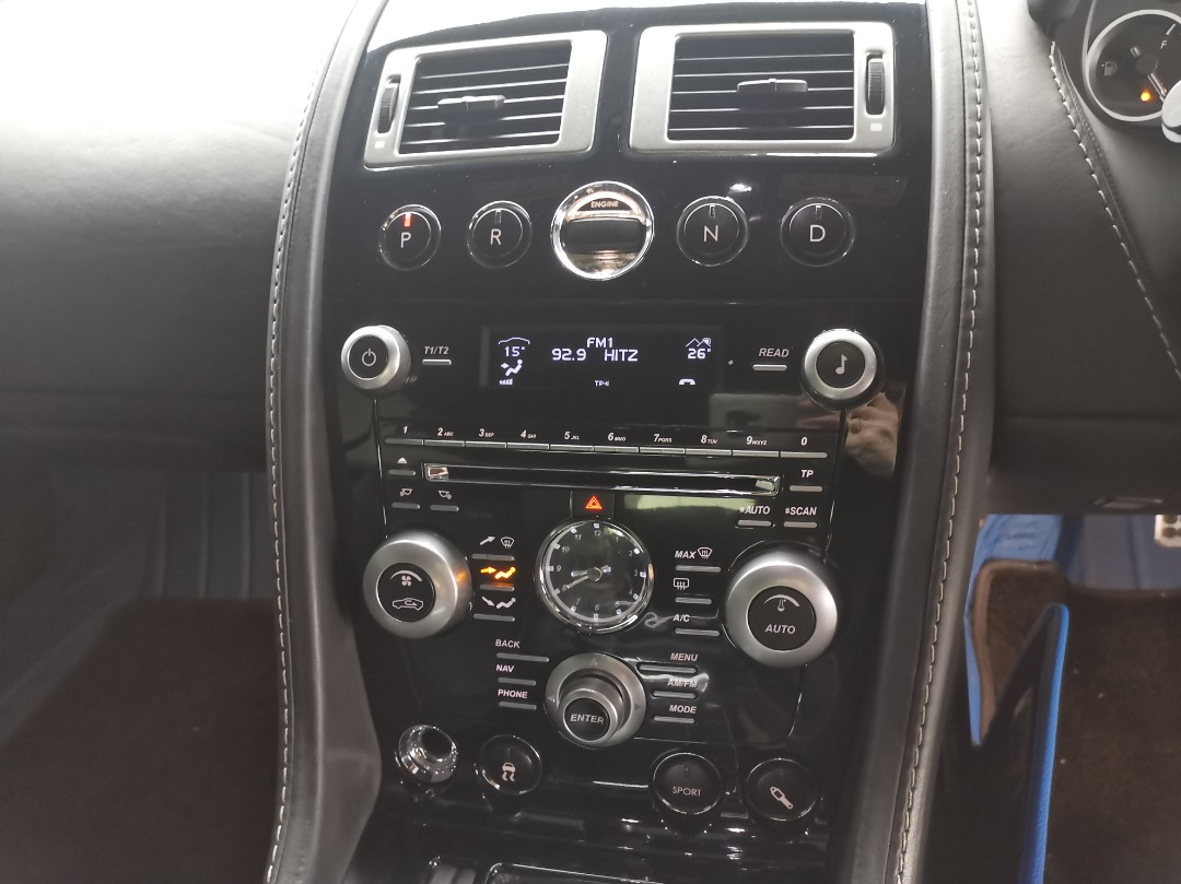 cockpit style radio