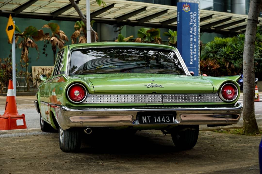 Ford Galaxy rear