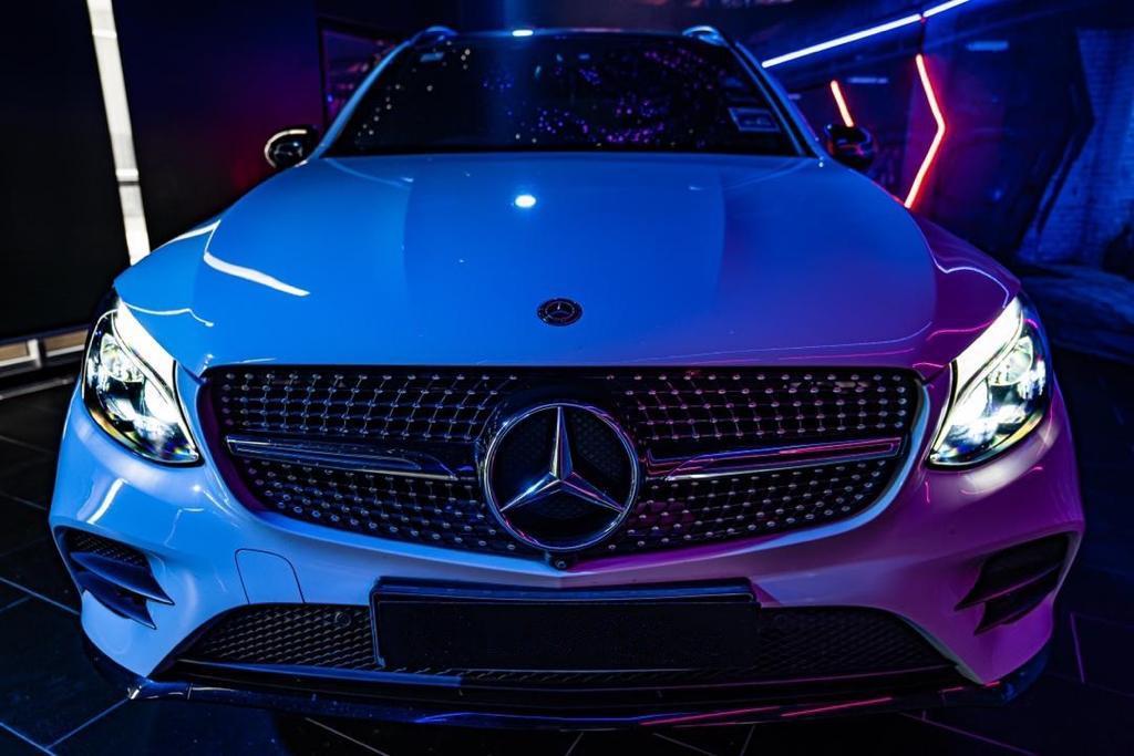Mercedes GLC 250 white front