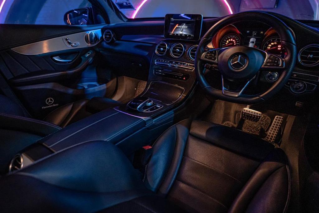 Mercedes GLC 250 disco interior