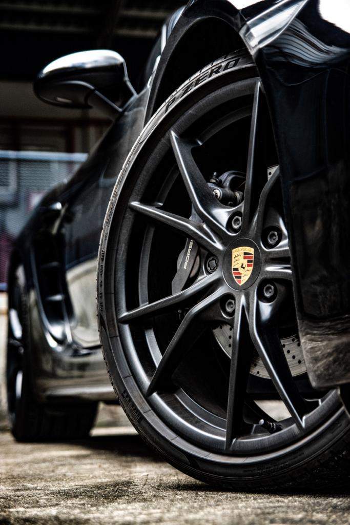 Porsche Boxster 718 sporty rims